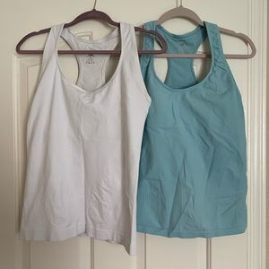 Athletic Essential workout tops Large